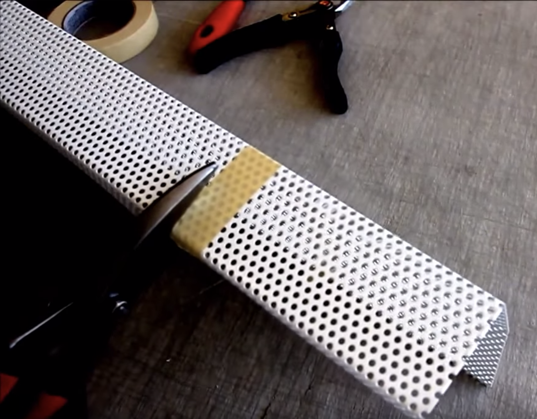 cutting-metal-baseboard-covers5.png