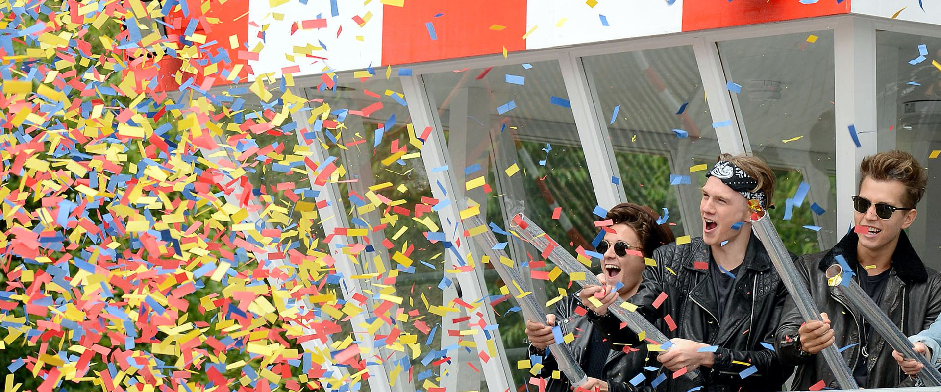 Bring a burst of colour and excitement to the celebrations with a confetti cannon shooting a display of colours chosen by you for a truly personal touch