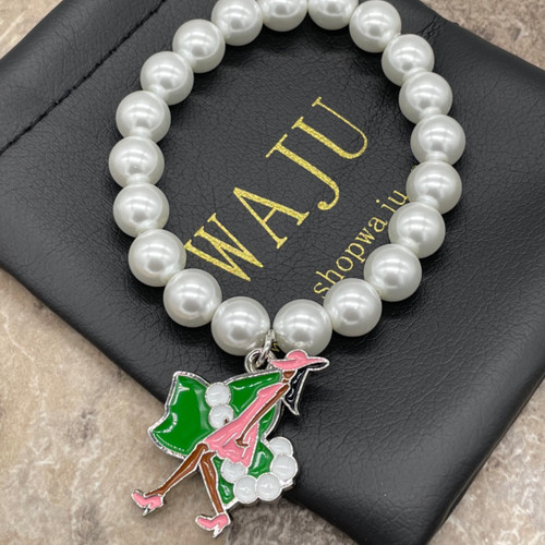 Pearl Bracelet with ivy lady Charm