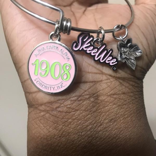 """Pretty Girl"" expandable bangle"