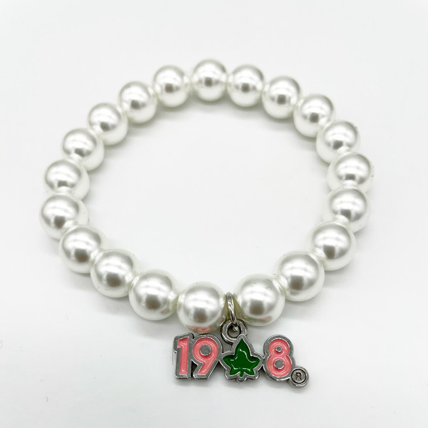 Pearl Bracelet with 1908 ivy Charm