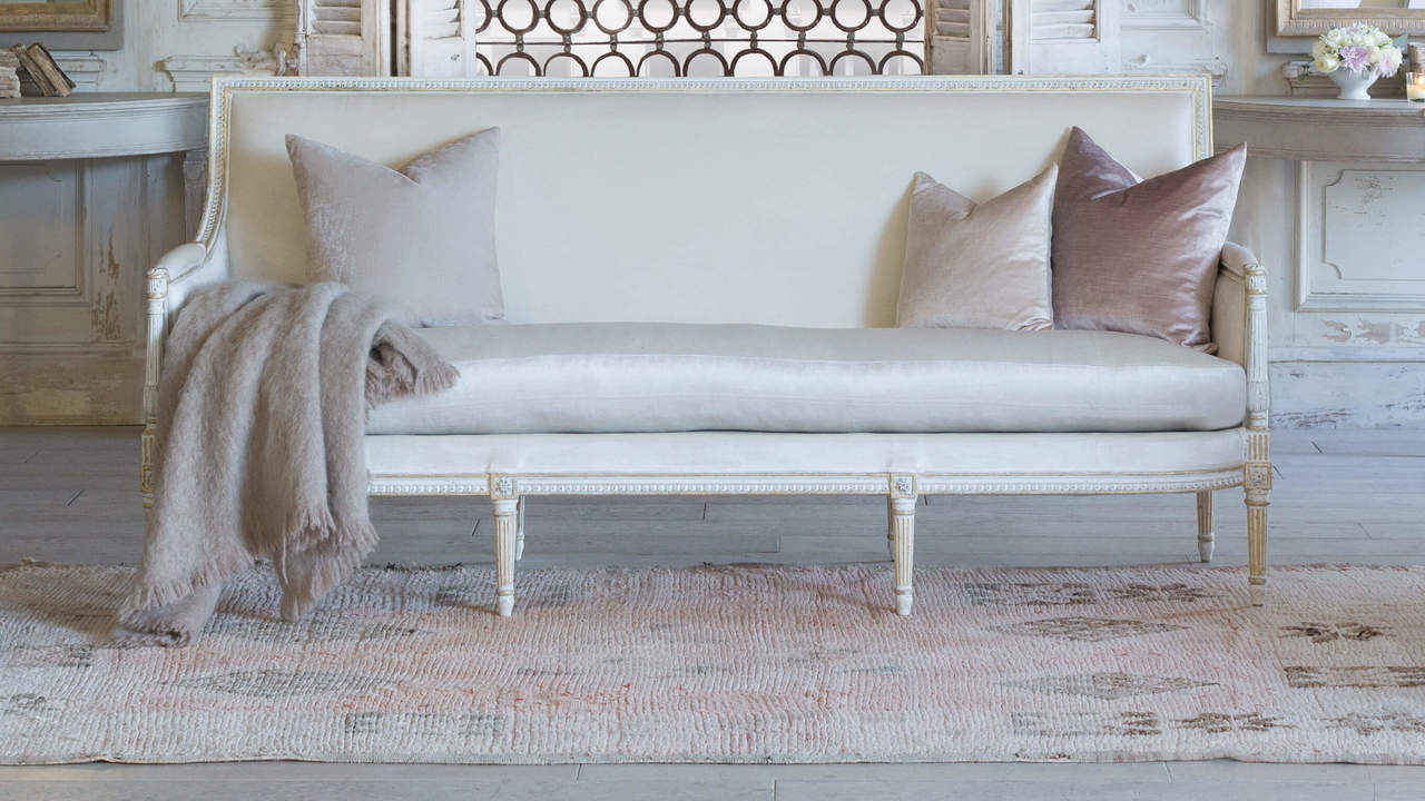 Pleasing Eloquence Minerva Sofa In Ivory Velvet And Antique White With Gold Leaf Finish Gmtry Best Dining Table And Chair Ideas Images Gmtryco