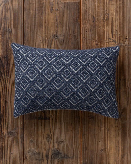 alicia adams alpaca mystic pillow, alpaca pillow, alpaca throw pillow, alpaca decorative pillow, alpaca vs cashmere, ivory and navy blue alpaca throw pillow