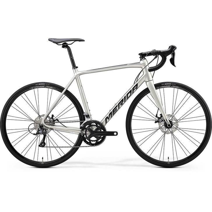 Merida Scultura 200 road bike with disc brakes in silver