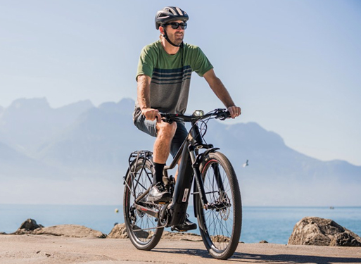 Man riding is Scott ebike on a seafront