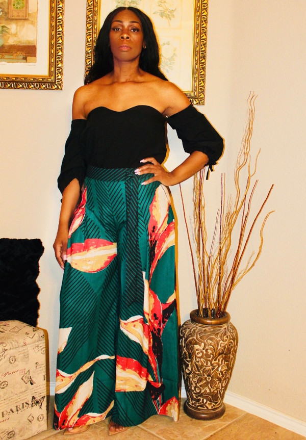 Off the Shoulder Top with Sweet Heart Neck and Rutched Sleeves with Ties.