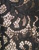 Dettaglio pizzo rebrodè con luce diretta che accentua la lucentezza della duchesse di seta