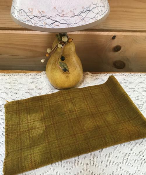 Golden Pear (V7) on Rusty Windowpane