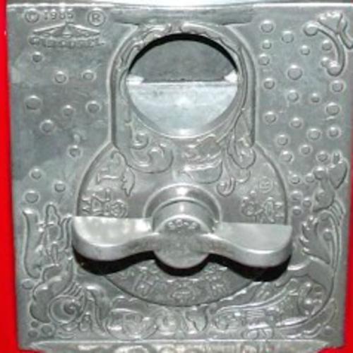 carousel-coin-mech-close-up.jpg