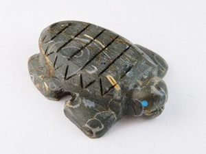 Zuni Crawstone Turtle Fetish Carving by Burt Awelagte (FT0180)