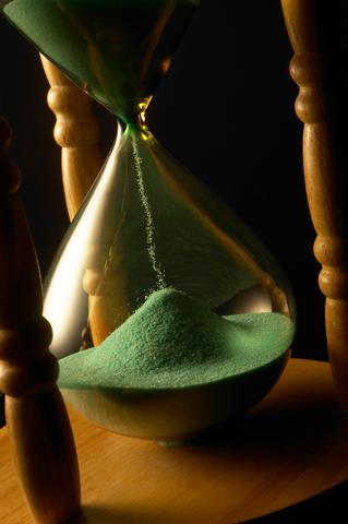hourglass-dreamstime-xs-3338006.jpg