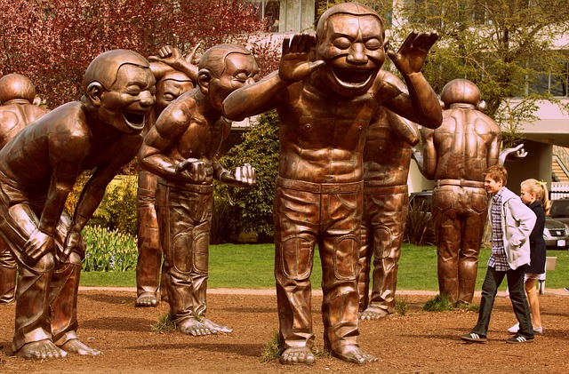 laughter-statue-995213-640.jpg