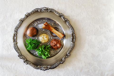passover-seder-plate-dreamstime-xs-23485716.jpg