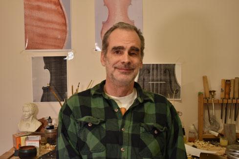 Darryn Smalley, Luthier