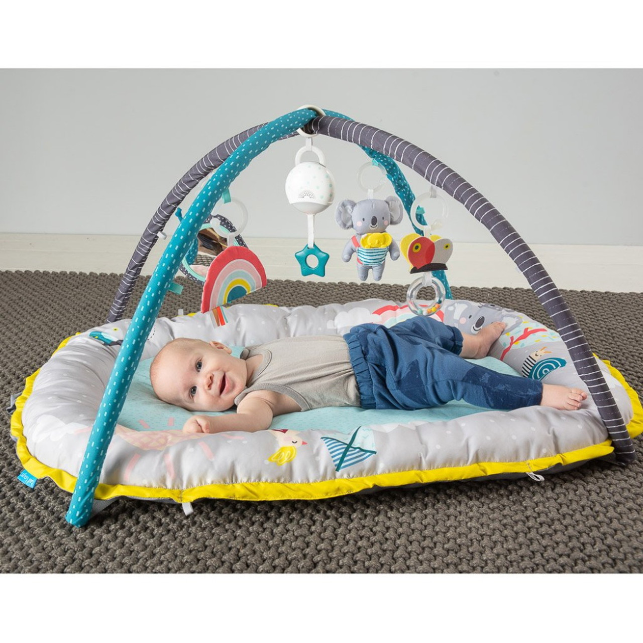 Your baby will have tons of fun with TAF Toys Koala Musical Cosy Gym when listing to the different melodies or relaxing to the shush sound with the lovely My musical mini moon.