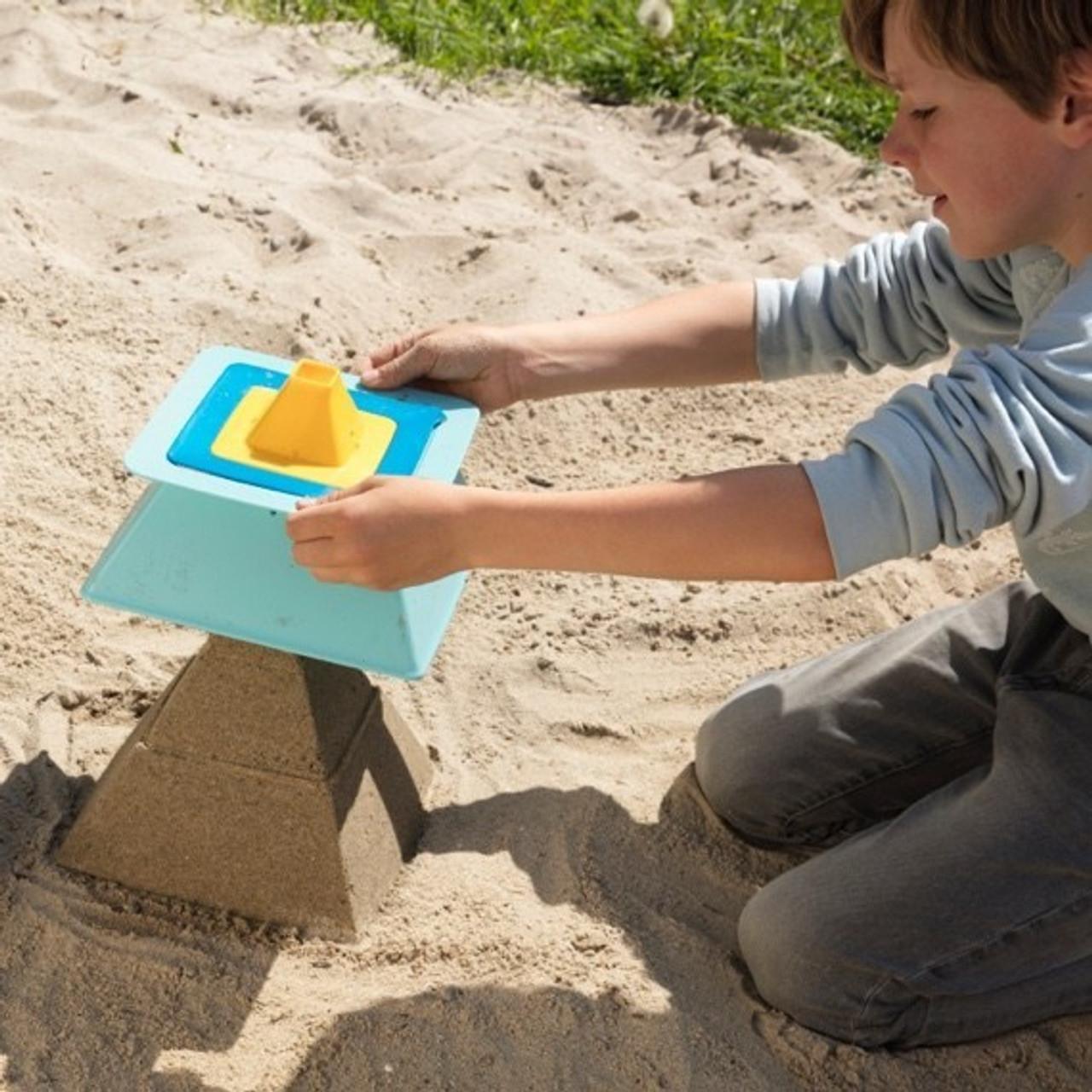 Quut Pira Pyramid Builder for Sand & Snow