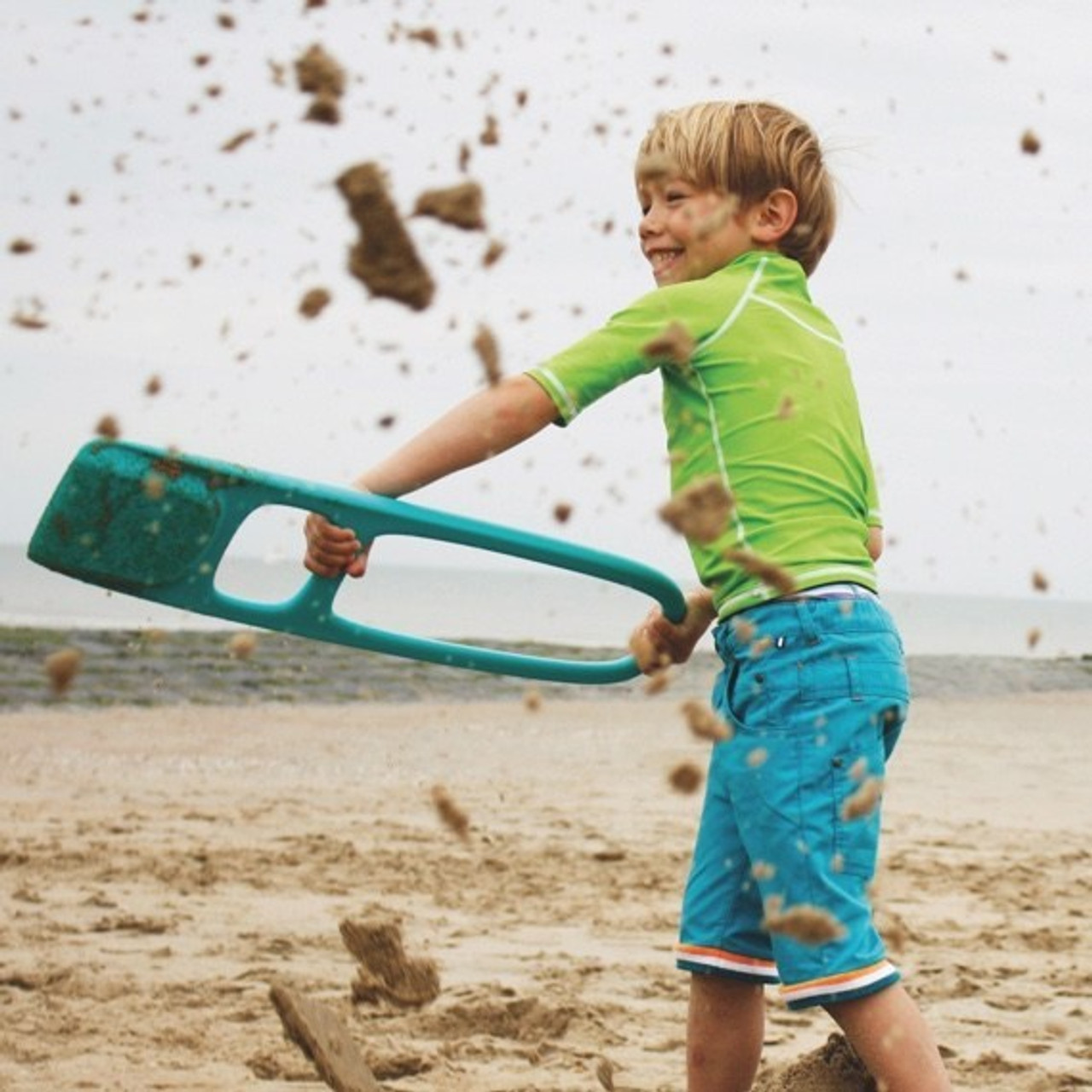 Quut Quutopia Scoppi Lagoon Green at Baby Barn Discounts Scoppi Sand Scoop makes it perfectly clear that kids can make great games out of moving sand.