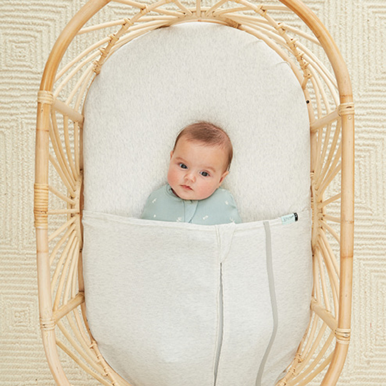 Ergopouch Bassinet Tuck Sheet at Baby Barn Discounts Ergopouch baby Tuck Sheet is a TOG-rated, safe alternative to blankets suitable from birth.