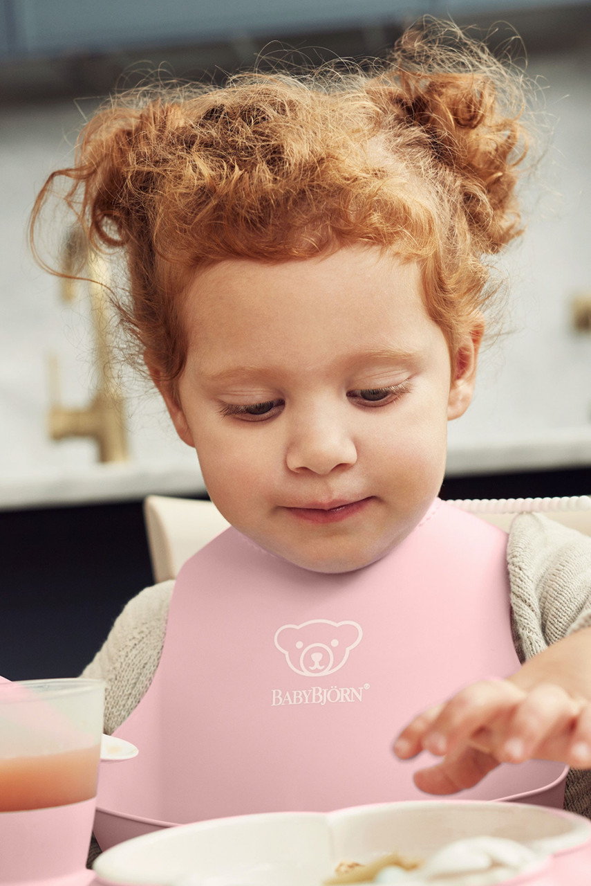 Baby Bjorn Soft Bib at Baby Barn Discounts Baby Bjorn's  soft and comfortable plastic bib catches the food that misses your child's mouth.