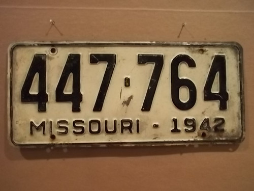 1942 Missouri 447 764 license plate DMV clear