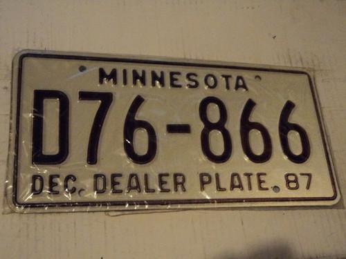 1987 MINNESOTA DEALER License Plate D76 866