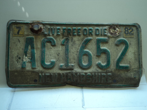 1982 NEW HAMPSHIRE Live Free or Die License Plate AC1652