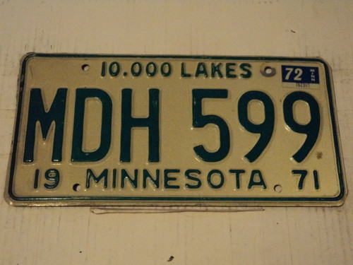 1971 (1972 Tag) MINNESOTA 10,000 Lakes License Plate MDH-599