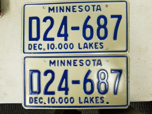 1977 Minnesota Dealer 10,000 Lakes License Plate D24-687 Pair