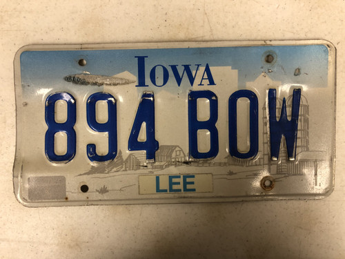 Expired IOWA Lee County License Plate 894-BOW Farm Silo City Silhouette