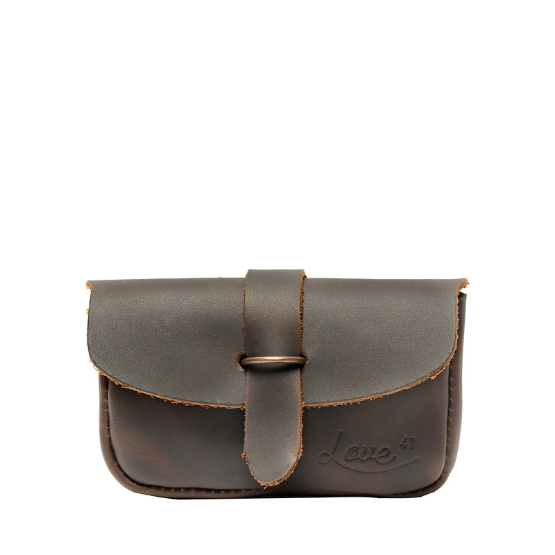 This is the front view of the dark brown simple Koroha leather wallet
