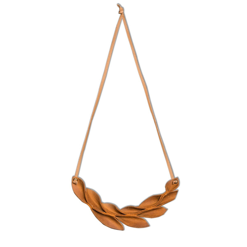 Hoja Leather Necklace