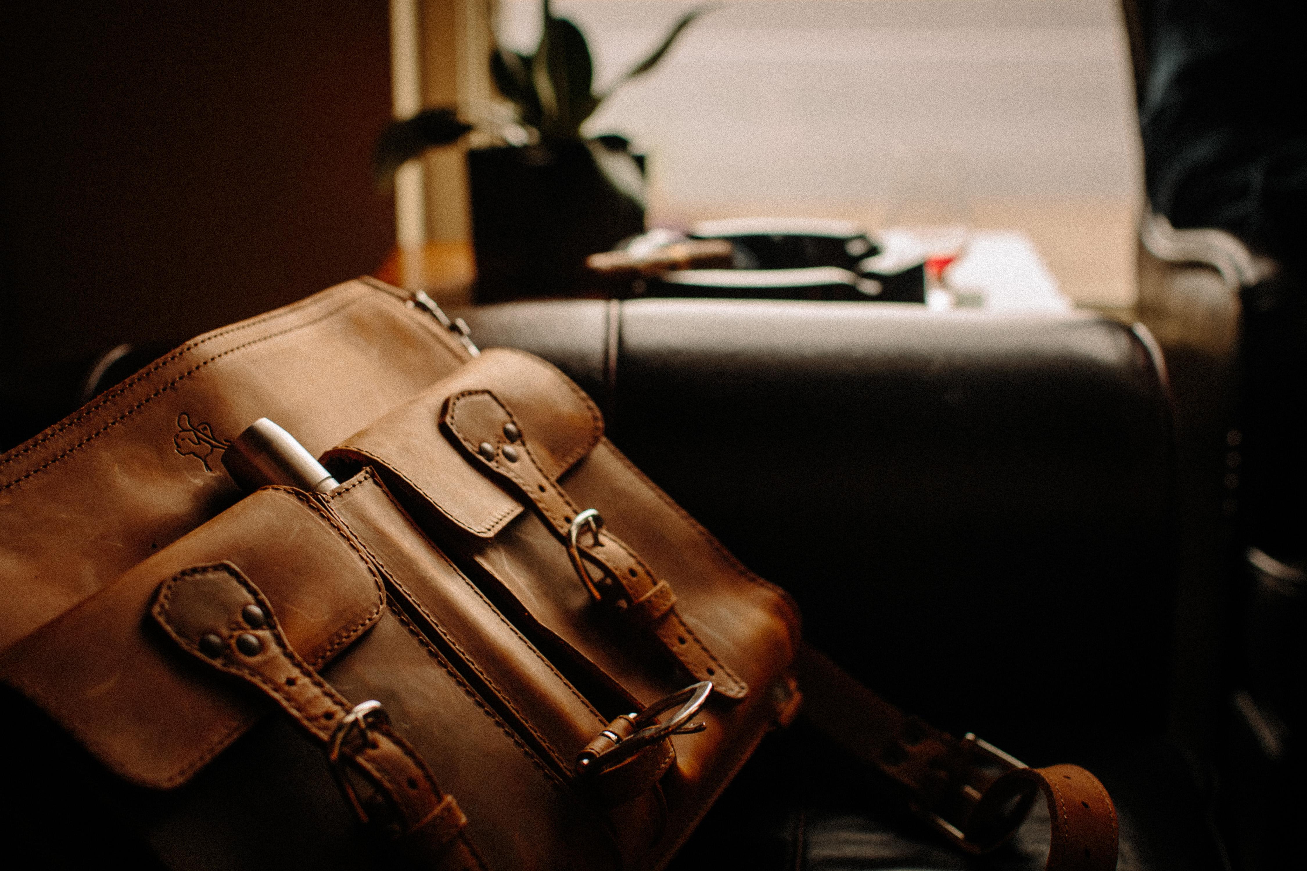 Satchel Cigar Case on Leather