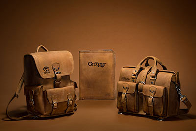 corporate-gifts-leather-corporate-gifts-by-type-saddleback-leather-briefcase-backpack-company-logo-1.jpg