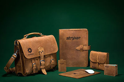corporate-gifts-leather-corporate-gifts-saddleback-leather-briefcase-backpack-company-logo-best-sellers-small-1.jpg