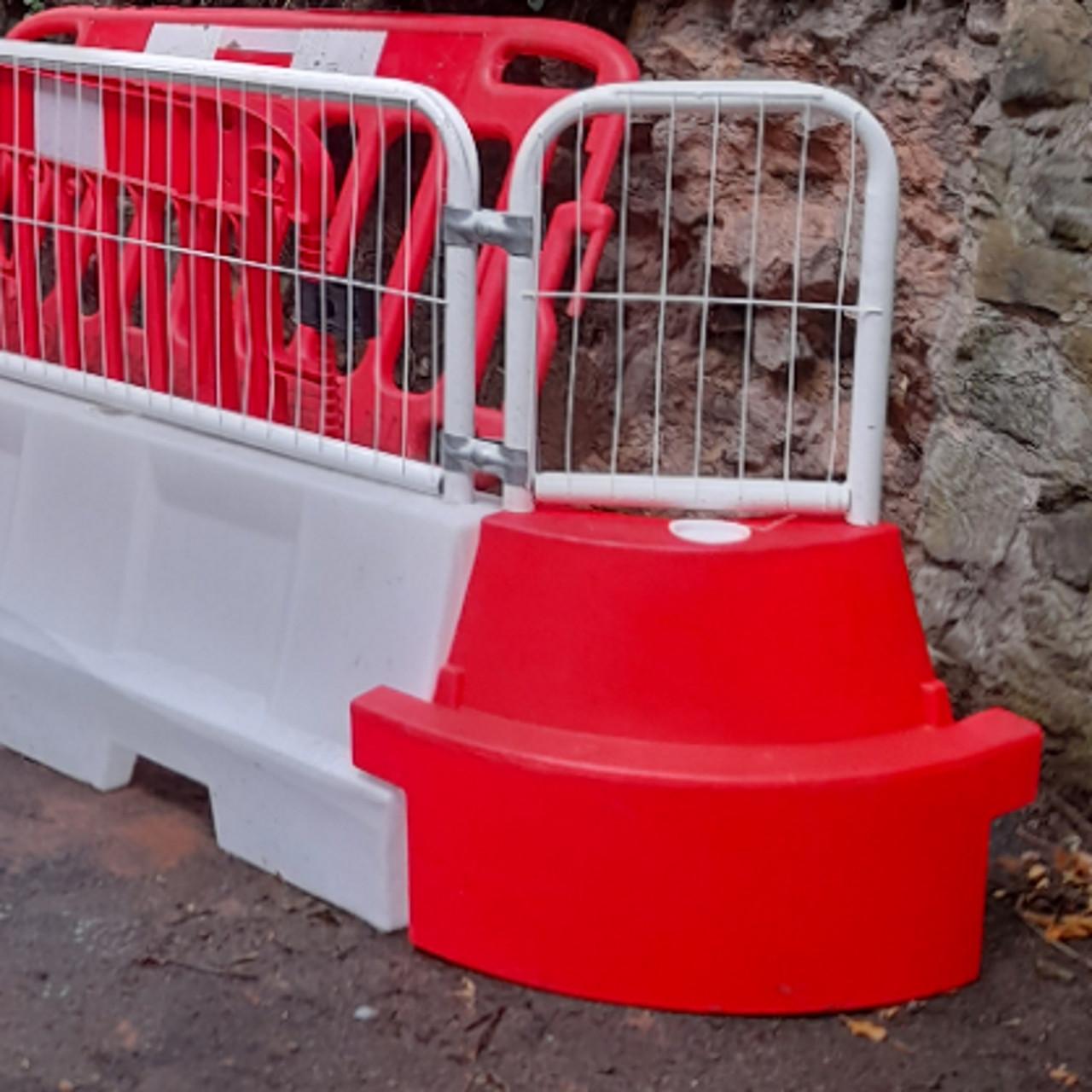 EVO water filled barrier corner mini mesh panel