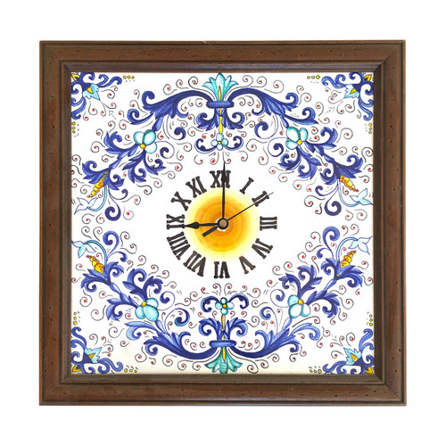 Hand painted ceramic watch with Ricco Deruta motif of our country. Surrounded by a wooden frame.