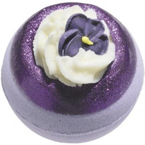 bath bomb, fizzy bath bomb, moisturising bath bomb, handmade using essential oils and vegan friendly