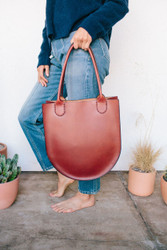 Sara Barner : Russell Tote - Medium Brown