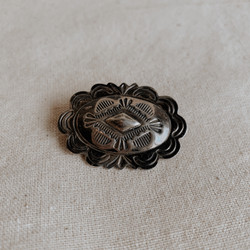 Navajo : Vintage Sterling Stamped Oval Pin