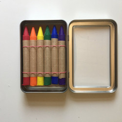 Childhood Store : Set of 6 Crayons in Metal Tin