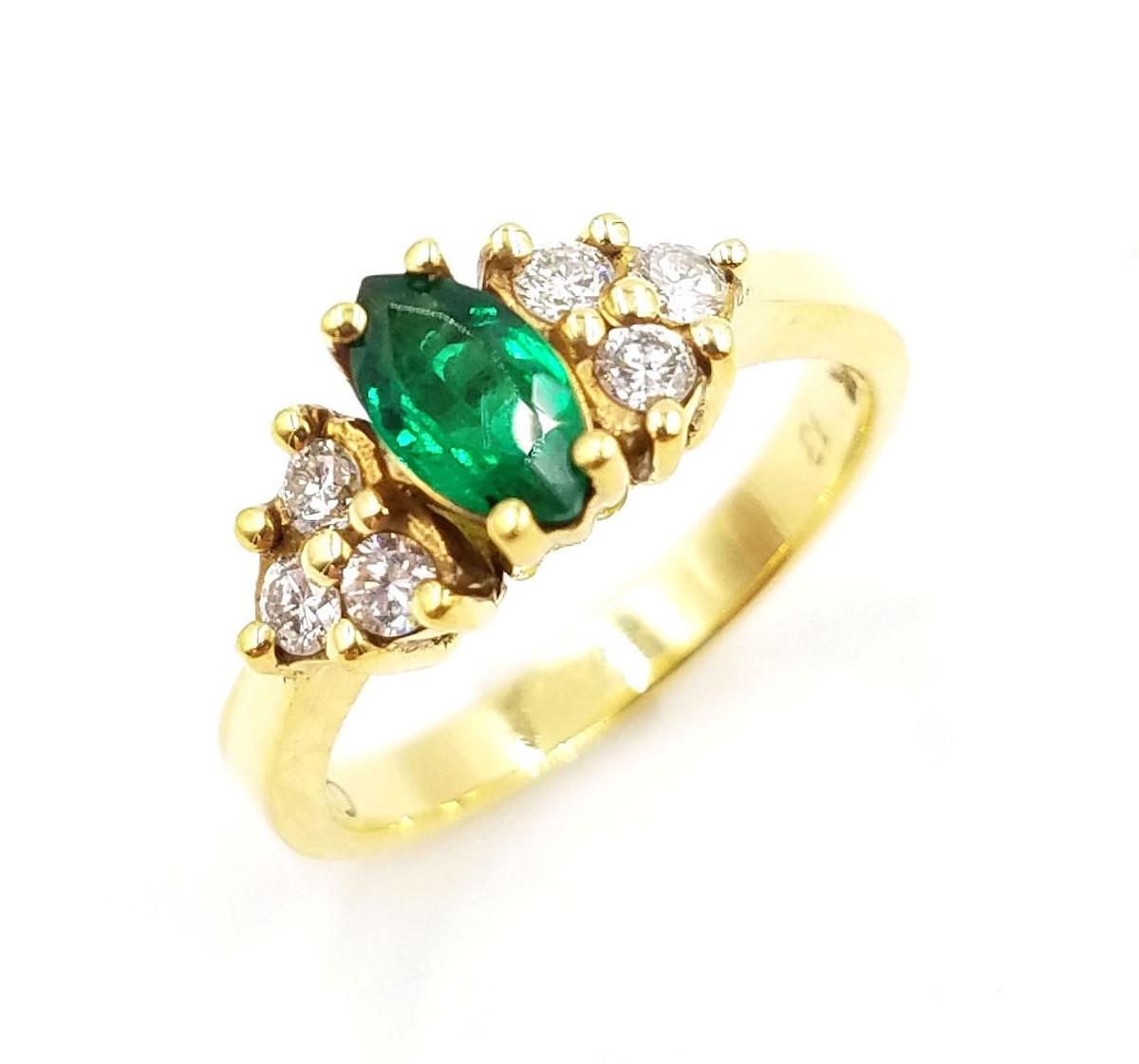 18kt yellow gold diamond & genuine emerald ring