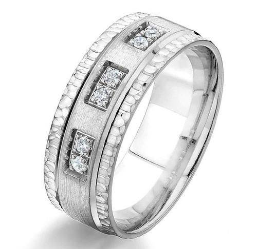 0.12 Ct Tw Diamond Wedding Band
