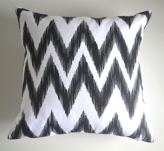 """Matina"" Black & White WATERPROOF OUTDOOR Chevron Cushion Cover"