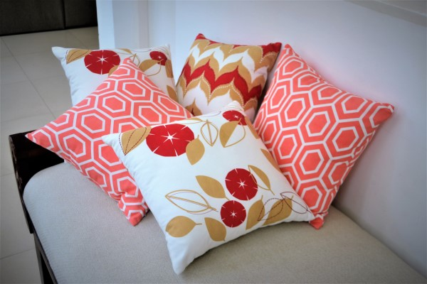 Pleasing Red Throw Pillow Set Of 5 At A Special Price Dailytribune Chair Design For Home Dailytribuneorg