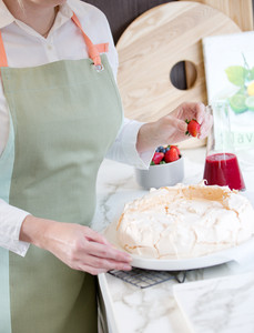 Kaia Round Small Serving/Baking Platter in White (Perfect for Pavlovas)! 27.5cm diameter x 2cm high