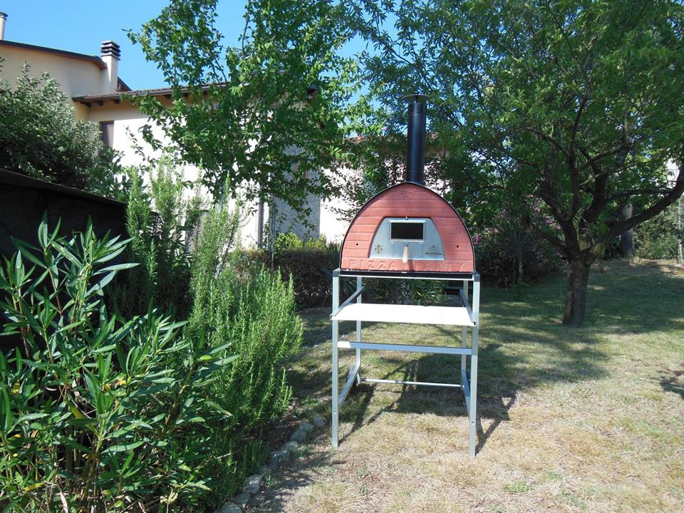 Pizza Oven Wood Burning/Smoker. 70x70cm/ 55KG, Portable - Metal Door