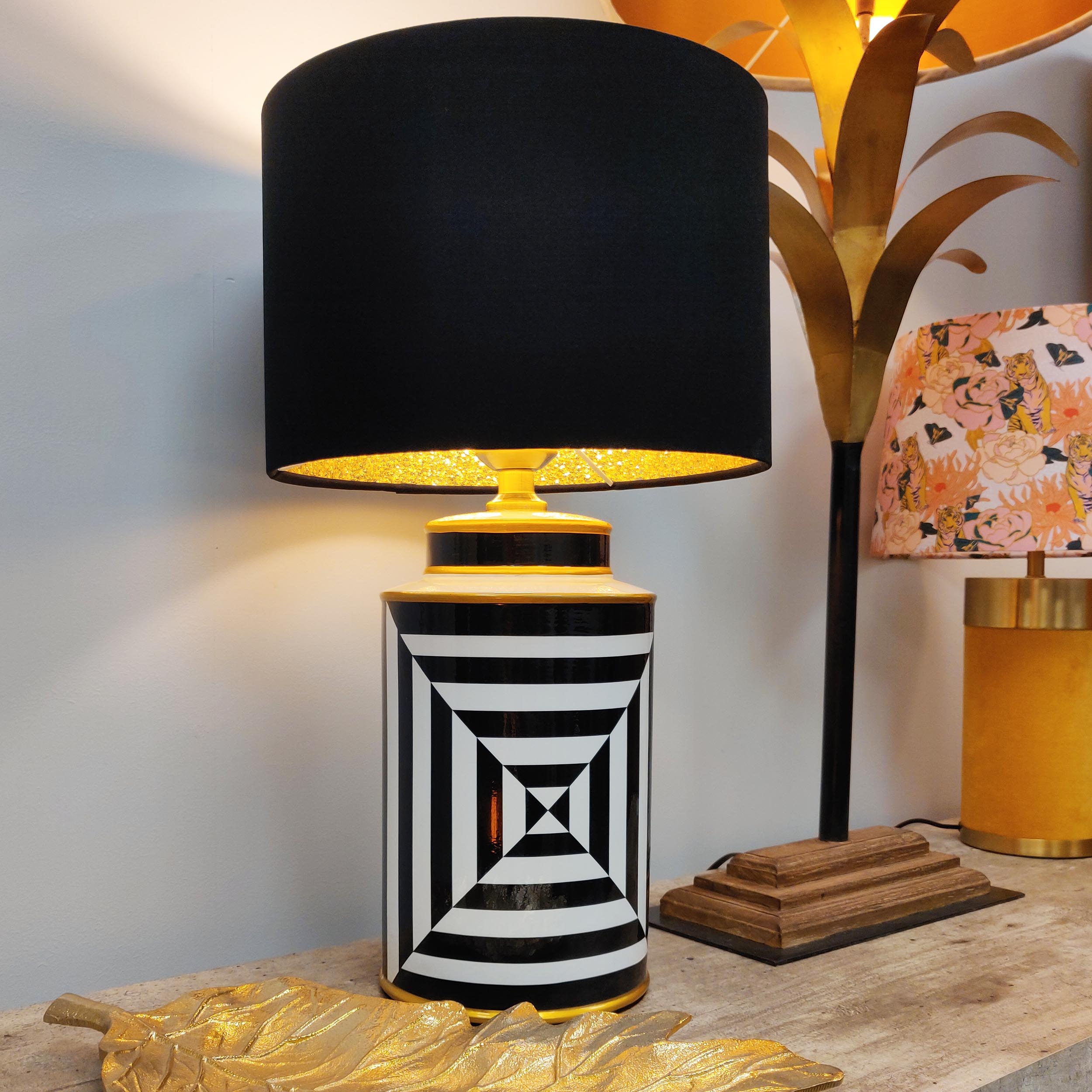Black and White Geometric Table Lamp