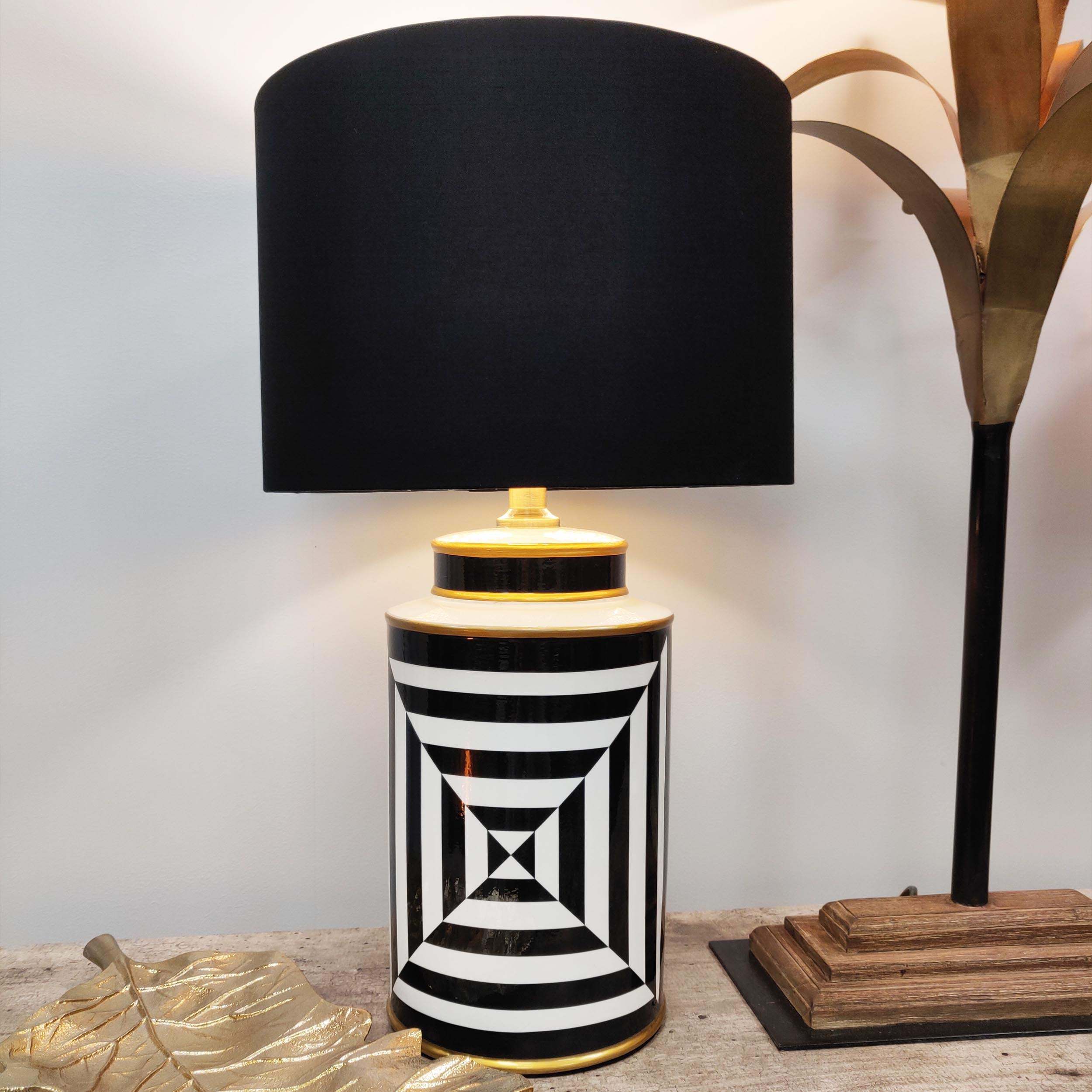 Geometric Black and White Table Lamp