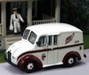 American Heritage Models HO 87-009 Divco Delivery Truck with Milkman and Carrier, Hull's Dairy