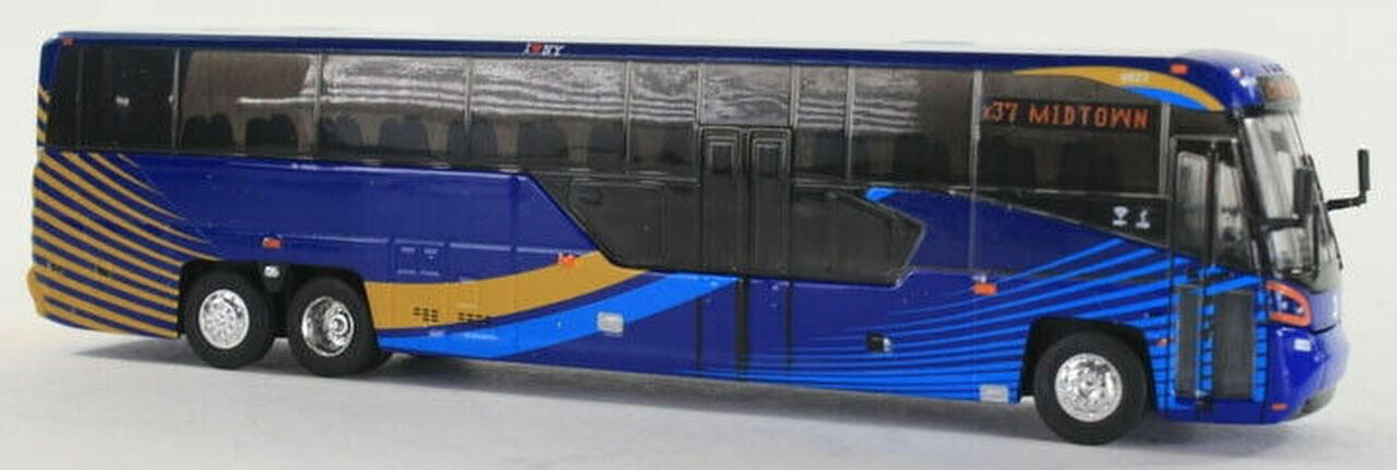 Iconic Replicas HO 87-0136 MCI D45 CRT LE Commuter Coach, NYC Transit
